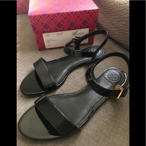 4687437f1d9c3f Tory Burch laurel flat sandal